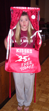 020607_lmu_kissing_booth